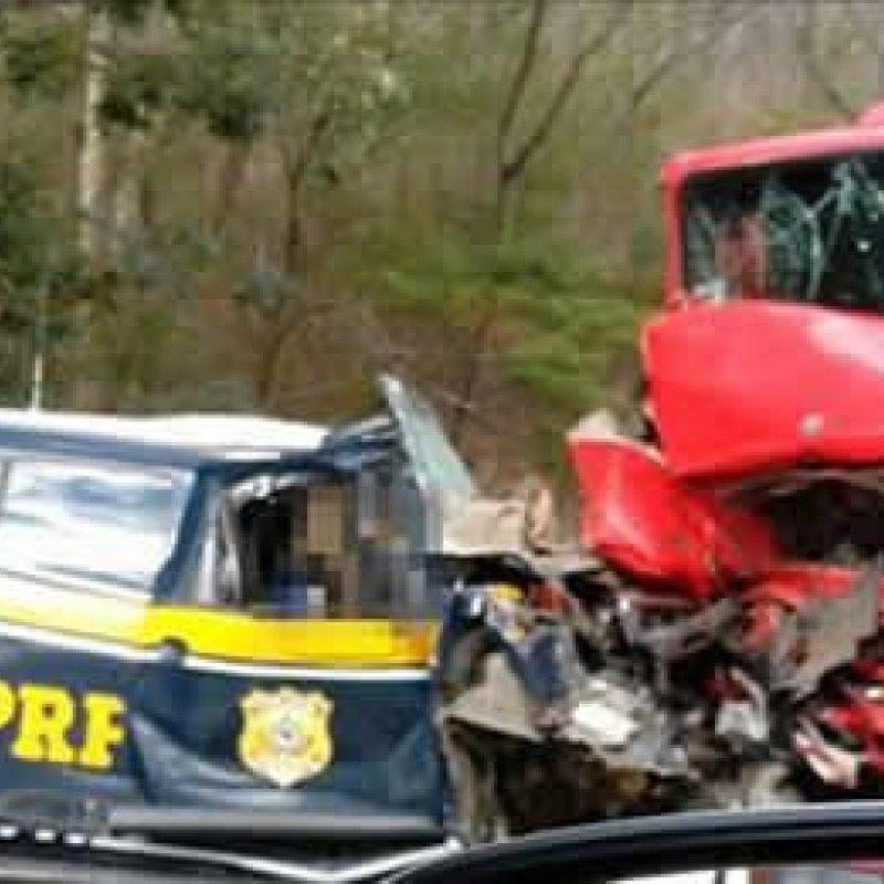 Colisão entre viatura da PRF e carreta mata policial na BR-135