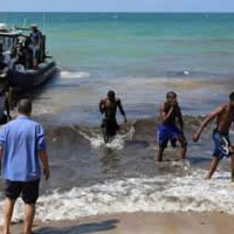 Após acordo, Itália autoriza desembarque de 450 imigrantes