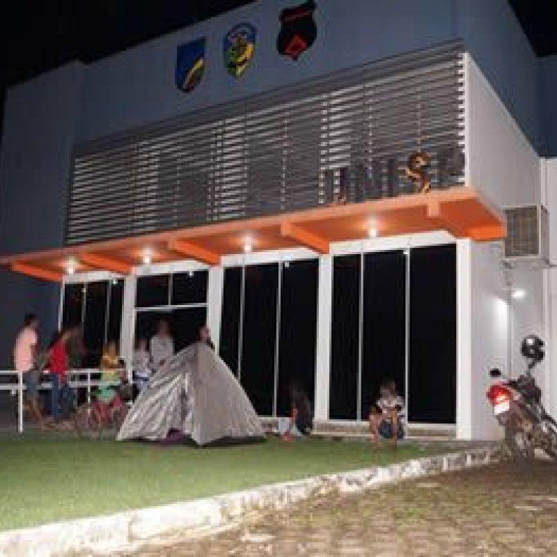 Ouro Preto: Por exigência de RG em matrículas, pais madrugam em porta de delegacia