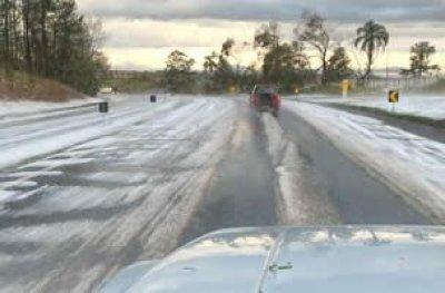 Temporal com granizo deixa rodovia no interior de SP com 'cara' de estrada europeia