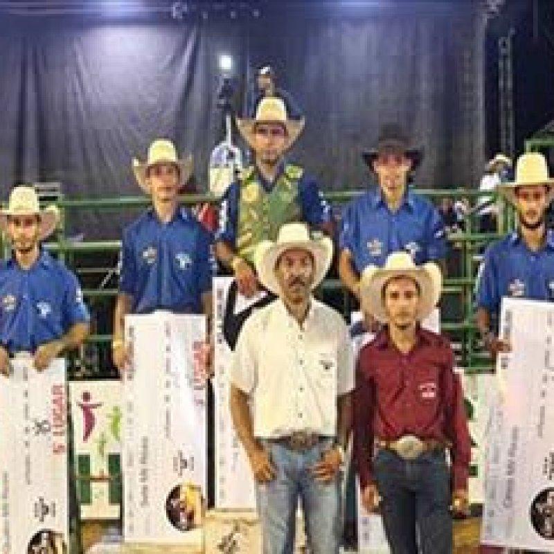 Peão vence rodeio profissional na Expojipa e vai ao EUA