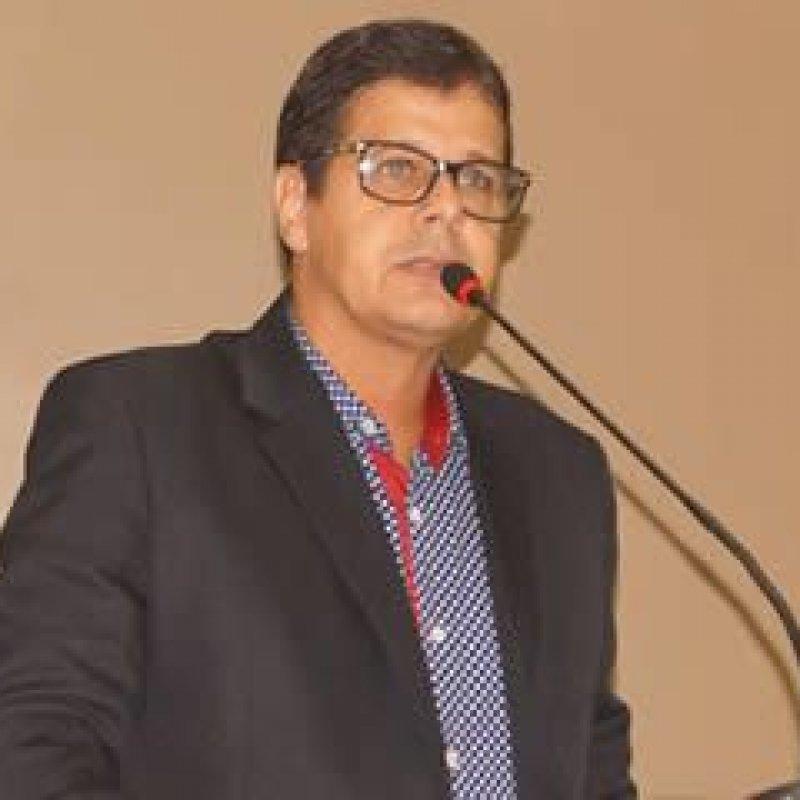 Delísio Fernandes reivindica melhorias em escolas do município de Ouro Preto