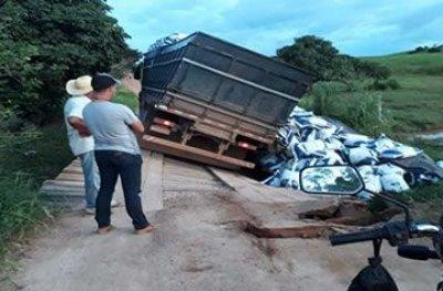 Ponte danificada causa transtorno a moradores da zona rural de Ouro Preto