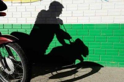 Ouro Preto: Ladrão estoura cadeado de portão e furta moto em varanda de residência