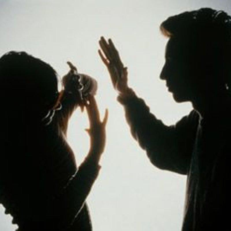 Ouro Preto: marido agride esposa e filho de 9 meses a pauladas