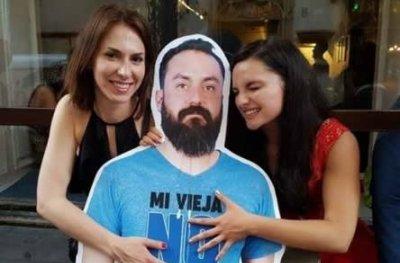 Mexicanos levam amigo de papelão para Rússia após veto da esposa