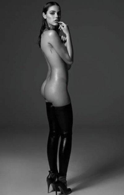 Recém-separada de Chay, Laura Neiva manda nude no Instagram