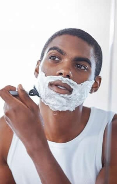 9 erros que (quase) todo homem comete ao fazer a barba