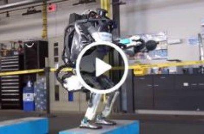 Robô dá 'mortal para trás' e impressiona por movimentos 'quase humanos'