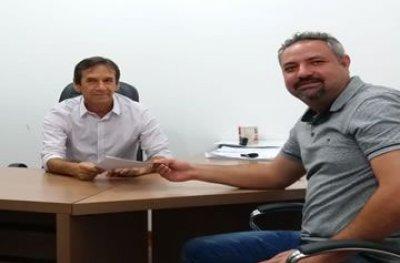 Deputado Marcelino garante mais meio milhão de reais para obra de asfalto em Ouro Preto