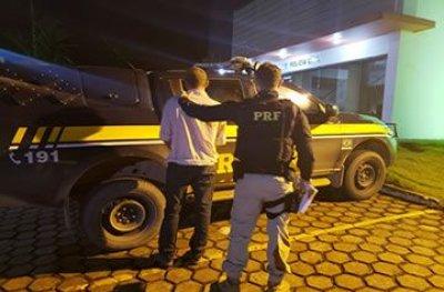 Durante viagem de ônibus, foragido é preso pela PRF em Ji-Paraná