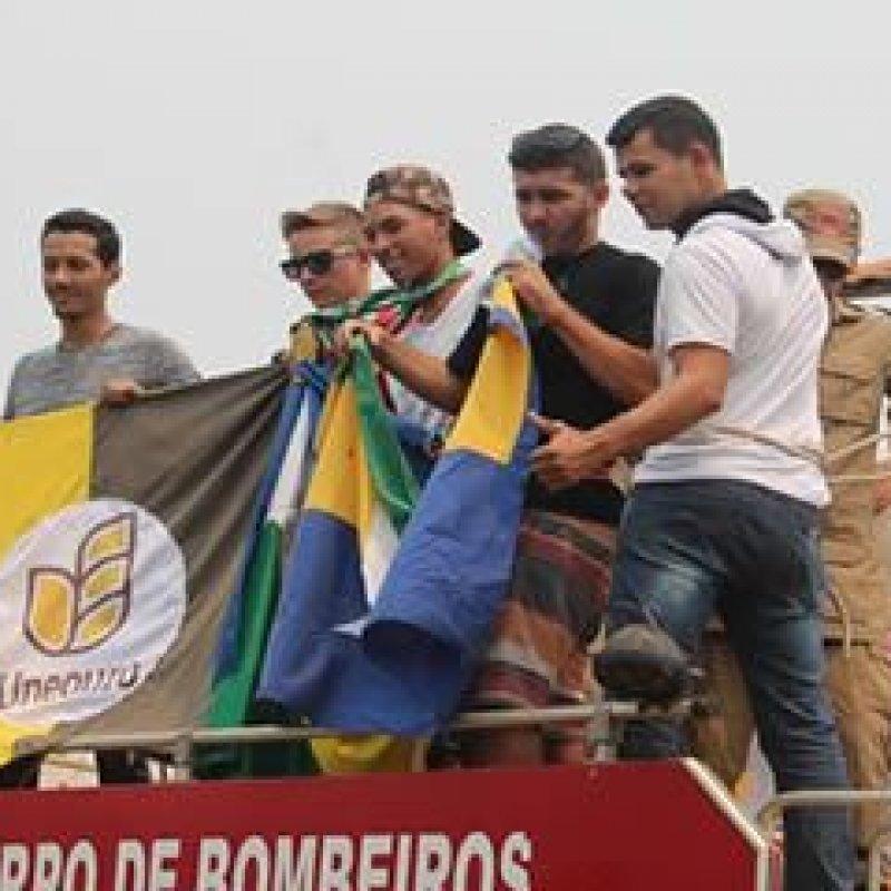 Karatecas campeões no brasileirão são recepcionados com carreata em Ouro Preto