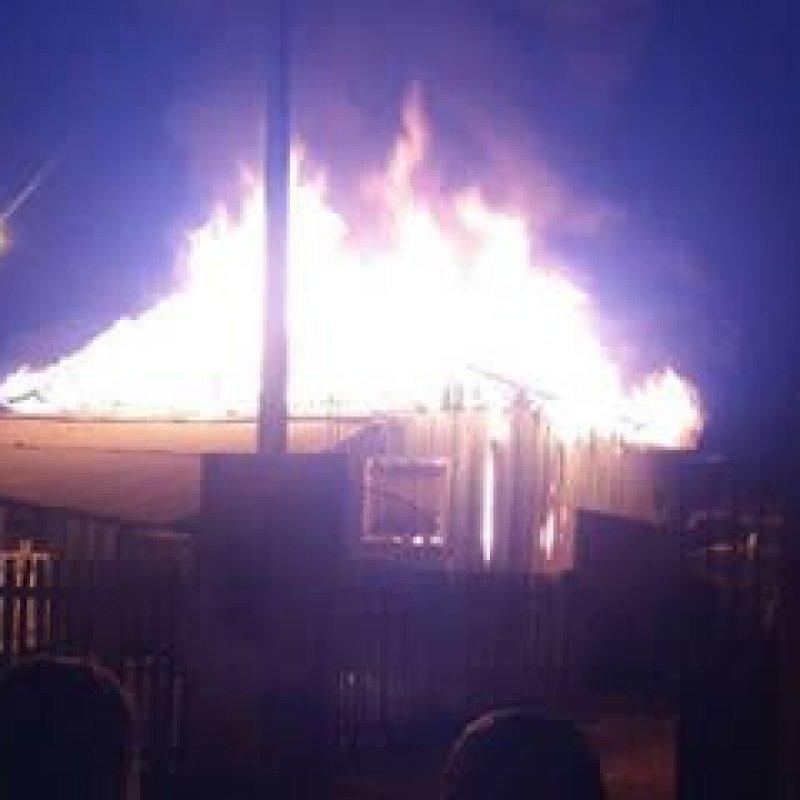 Residência pega fogo no bairro Aeroporto I, em Ouro Preto do Oeste