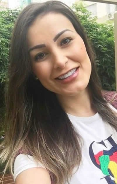 """Andressa Urach repreende sexo antes do casamento: """"é prostituição"""""""
