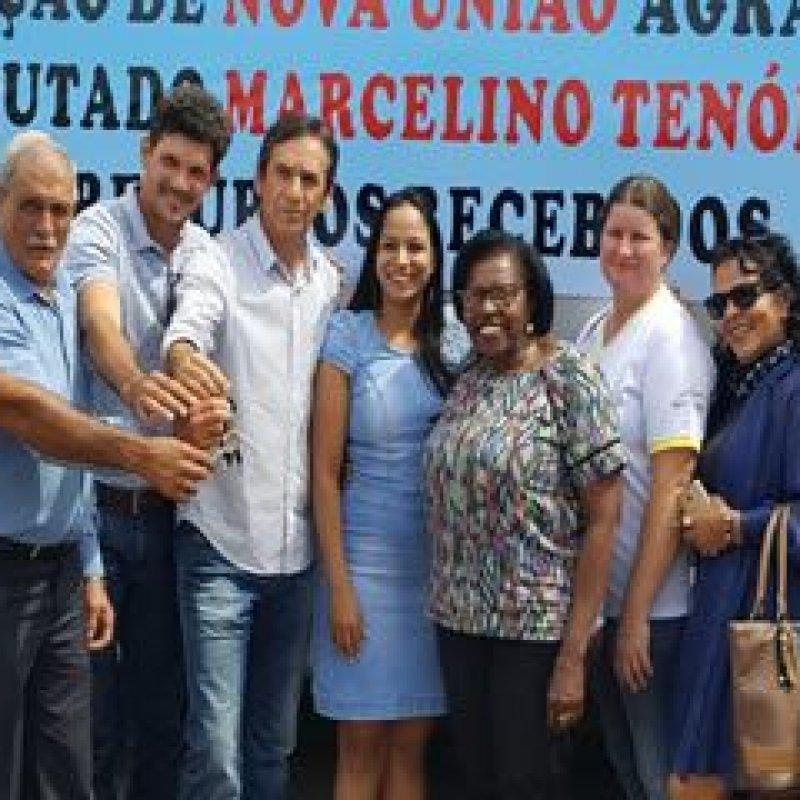 Rosária Helena acompanha deputado Marcelino Tenório em entrega de ônibus em Nova União