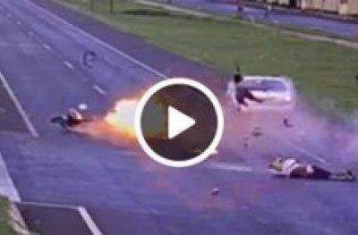 Moto explode ao atingir carro durante acidente