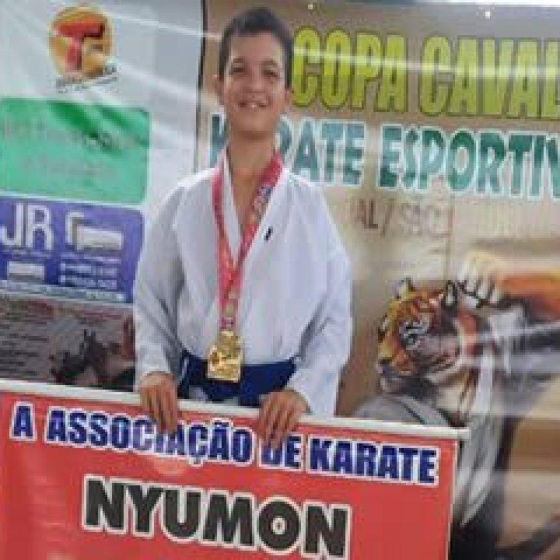 Karateca mirim supera deficiência auditiva e se destaca em campeonato estadual