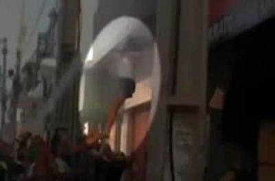 Mulher se joga de prédio para escapar de incêndio na BA; veja vídeo