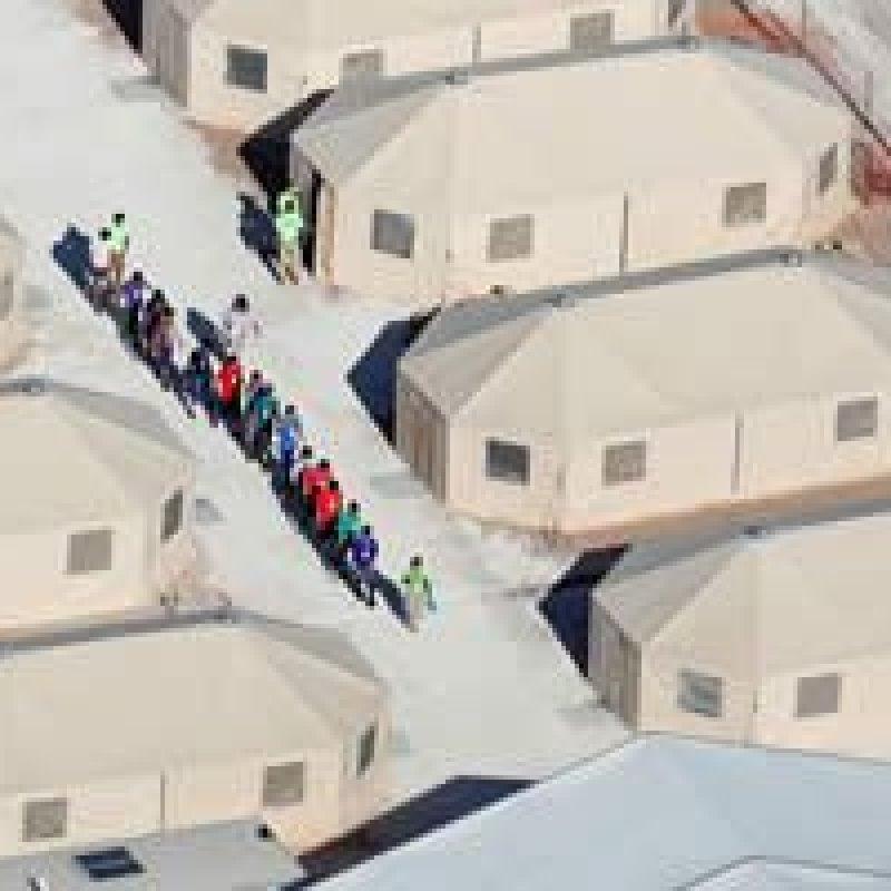 EUA mantêm mais de 500 crianças imigrantes em barracas há meses no Texas, dizem ativistas