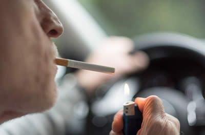 Fumar em automóveis na presença de crianças poderá gerar multa