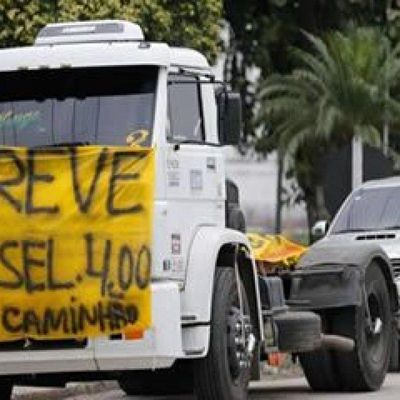 """""""Paralisação continua"""", diz presidente da Associação de Caminhoneiros"""
