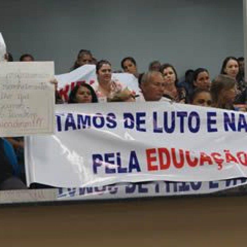 Greve dos servidores de apoio da Educação continua e maioria das escolas permanece sem aula
