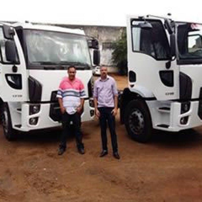 Ouro Preto do Oeste recebe dois caminhões novos para coleta do lixo