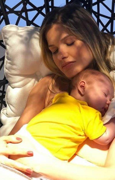 Andressa Suita Posta nova foto do filho caçula e crescimento impressiona