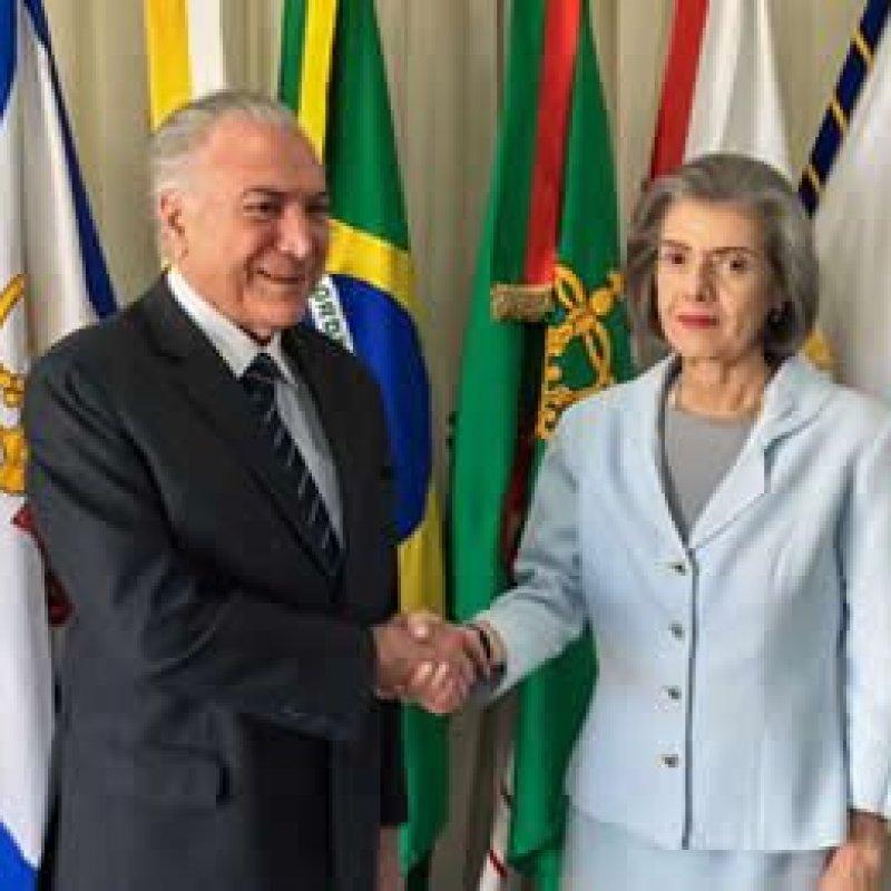 Presidente da República interina, Carmem Lúcia prefere discrição