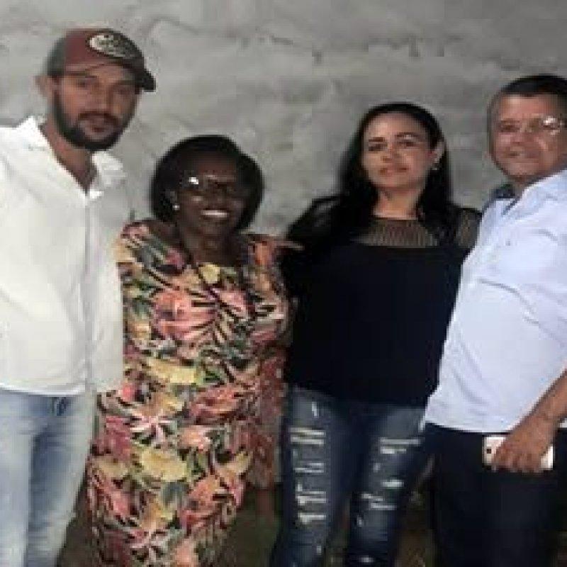 Rosária Helena participa de reunião com moradores do bairro Jardim Novo Estado