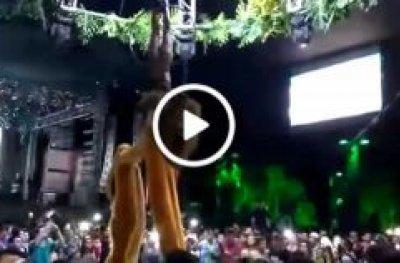 Dançarina despenca de 5 metros em apresentação no Baile do Hawaii Cacoal