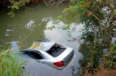 Criança de 4 anos e avós morrem afogados após carro cair de ponte em estrada rural de RO