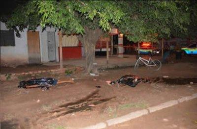 Primos são executados com 10 tiros ao sair de bar, em Ji-Paraná