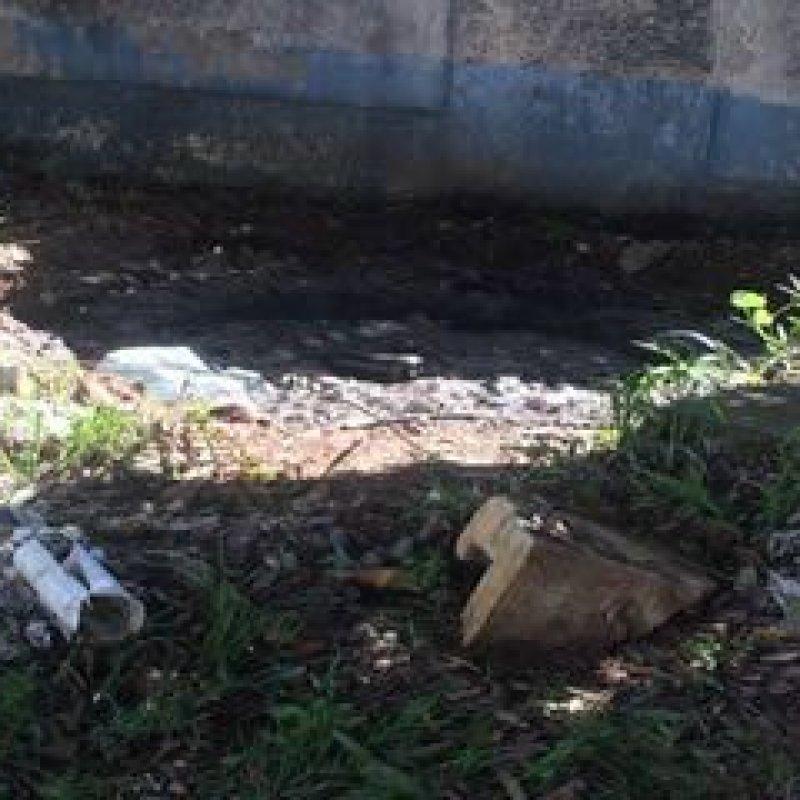 Ouro Preto: fossa de presídio aberta causa fedentina e revolta moradores