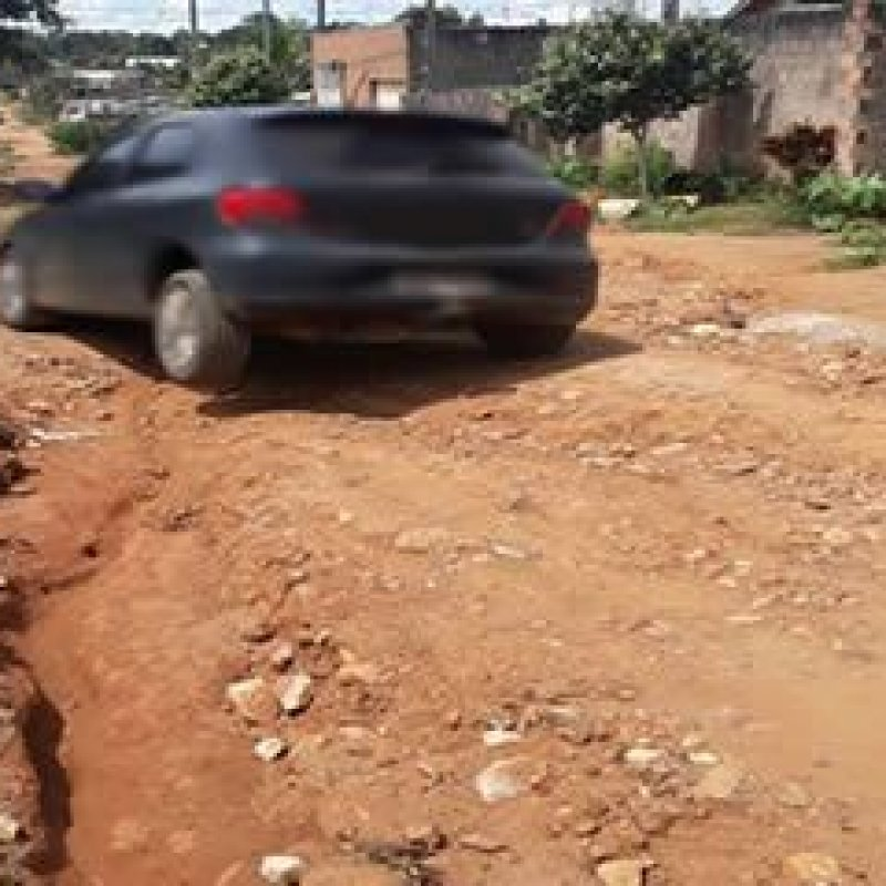Crateras em rua de Ouro Preto do Oeste causam indignação a moradores