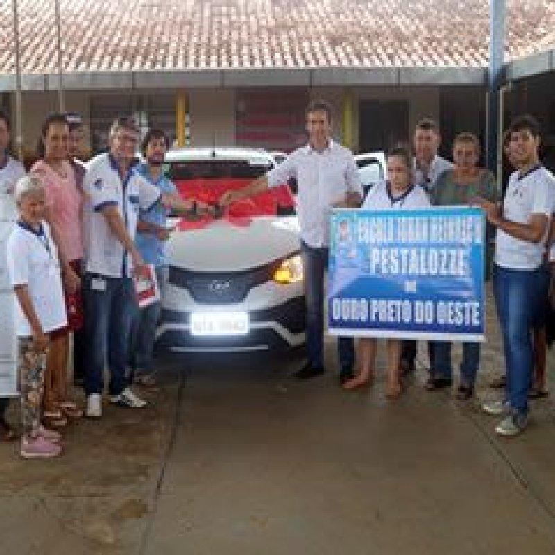Ouro Preto: Deputado Marcelino realiza entrega de automóvel à Associação Pestalozzi