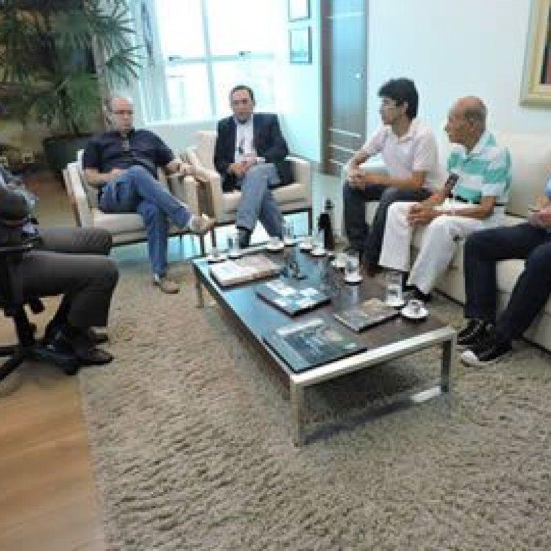 Procurador-Geral de Justiça recebe integrantes de entidade representativa de jornalistas