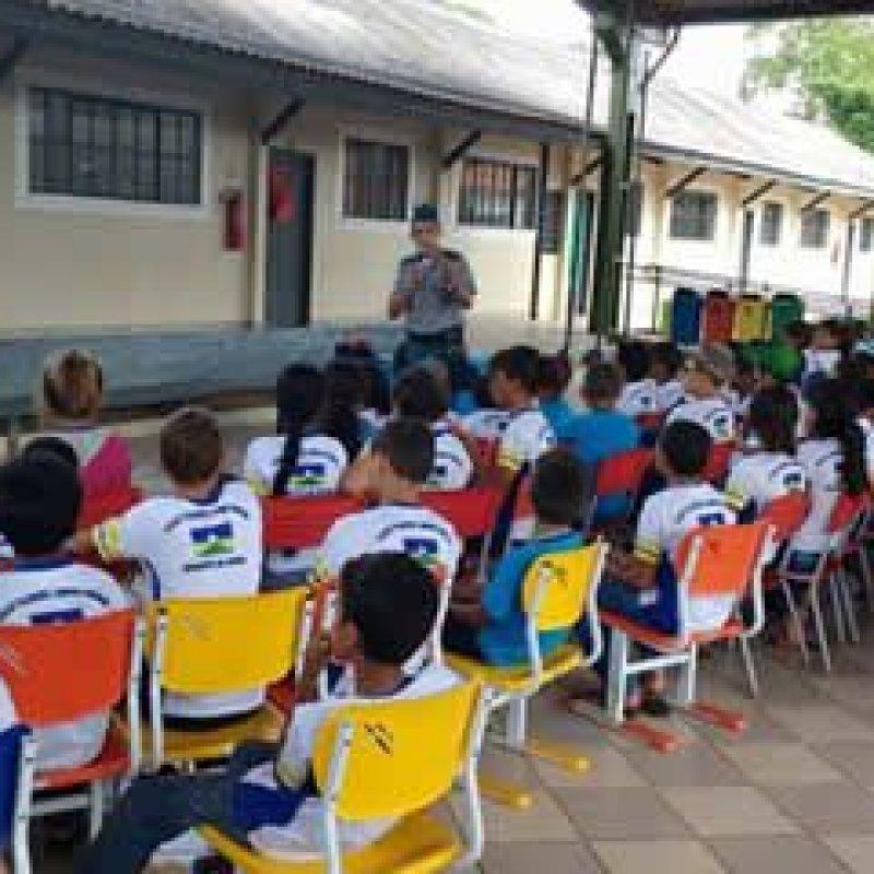 Polícia Militar ministra palestra em Escola Estadual de Mirante da Serra
