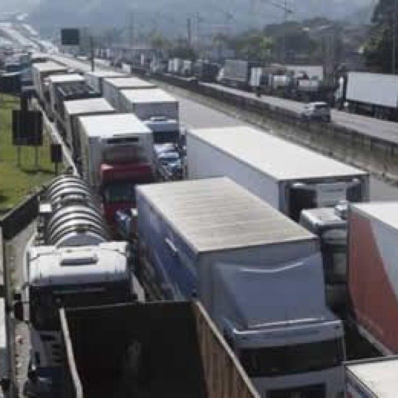 Federação de policiais federais apoia greve dos caminhoneiros