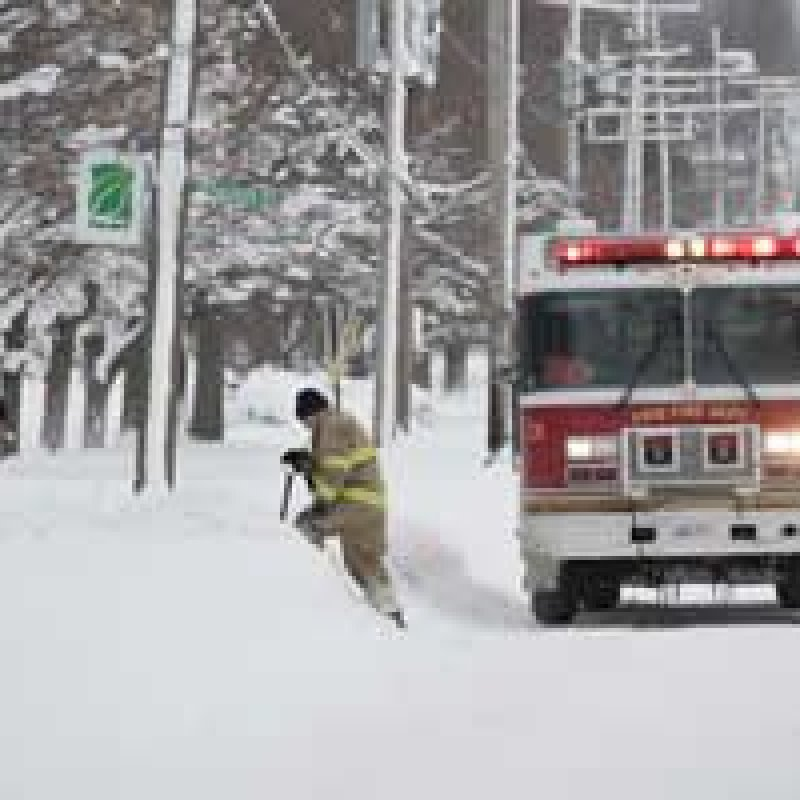 Tempestade de neve deixa cidade da Pensilvânia, nos EUA, em estado de emergência