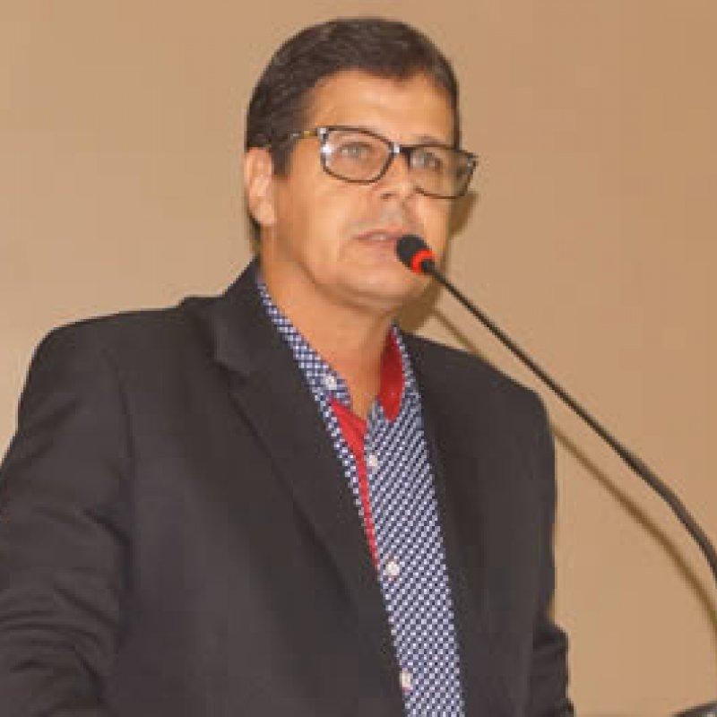 Vereador Delísio indica melhorias para o Cemitério Campo Santo