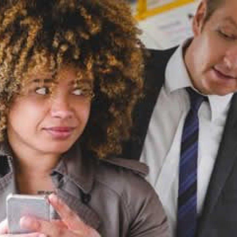 Aprenda truque para esconder conversa do WhatsApp e despiste bisbilhoteiros