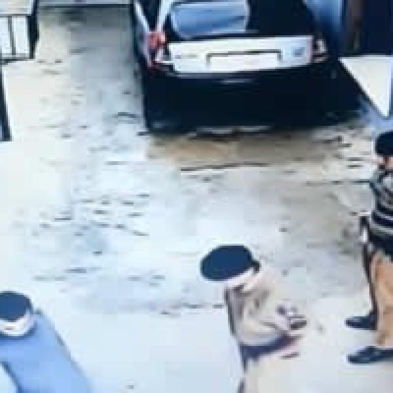 Preso finge passar mal para desarmar policial e é baleado