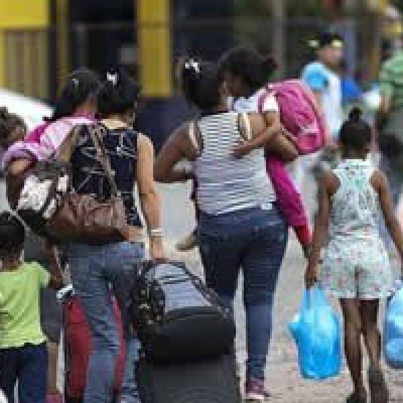 Países pedem à Venezuela que facilite para quem quer deixar o país