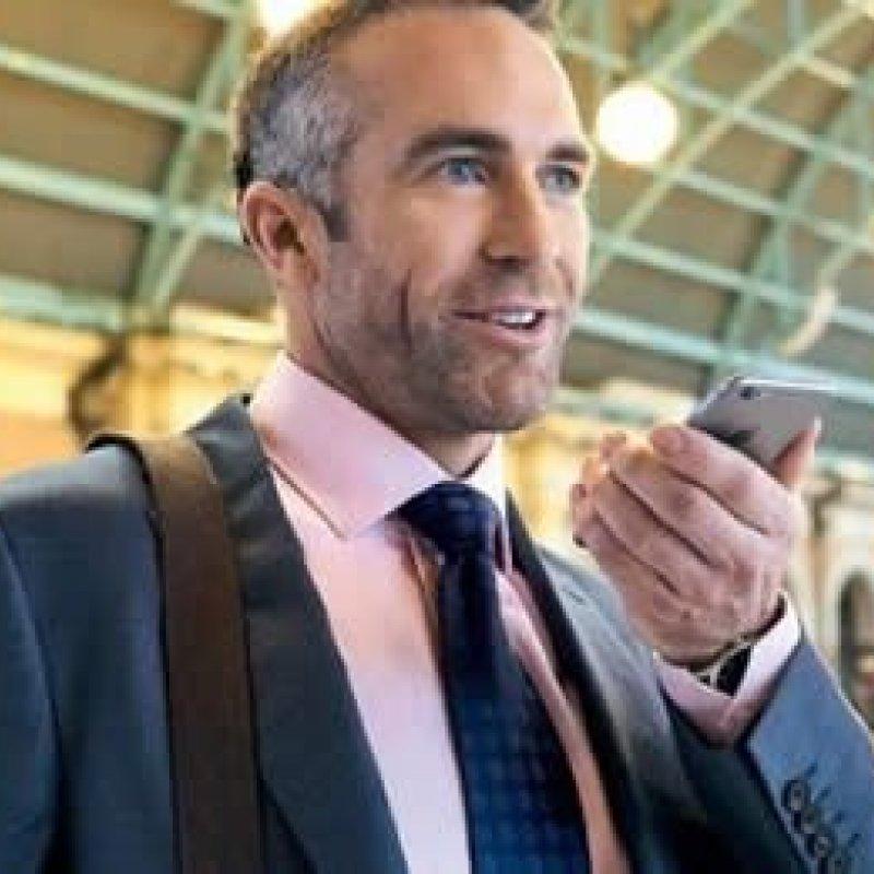Novo aparelho auditivo consegue receber som transmitido por smartphone